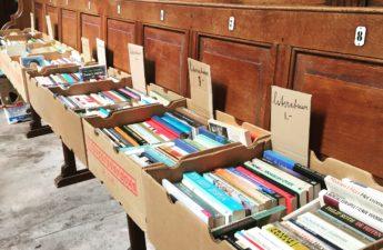 Boekenmarkt in de kerk